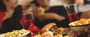 Los adolescentes con sobrepeso pueden estar consumiendo menos calorías que sus pares de peso normal