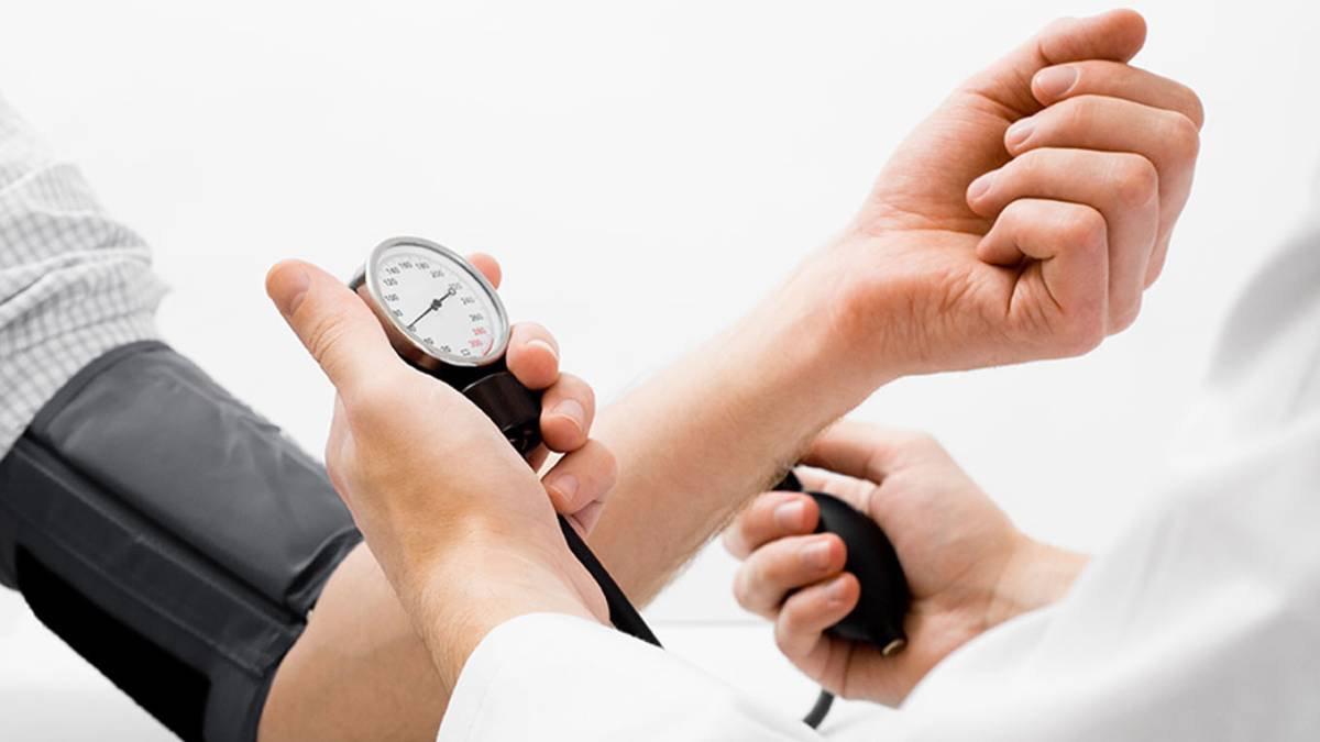 Hipertensión arterial en hombres y recomendaciones alimentarias para un control adecuado